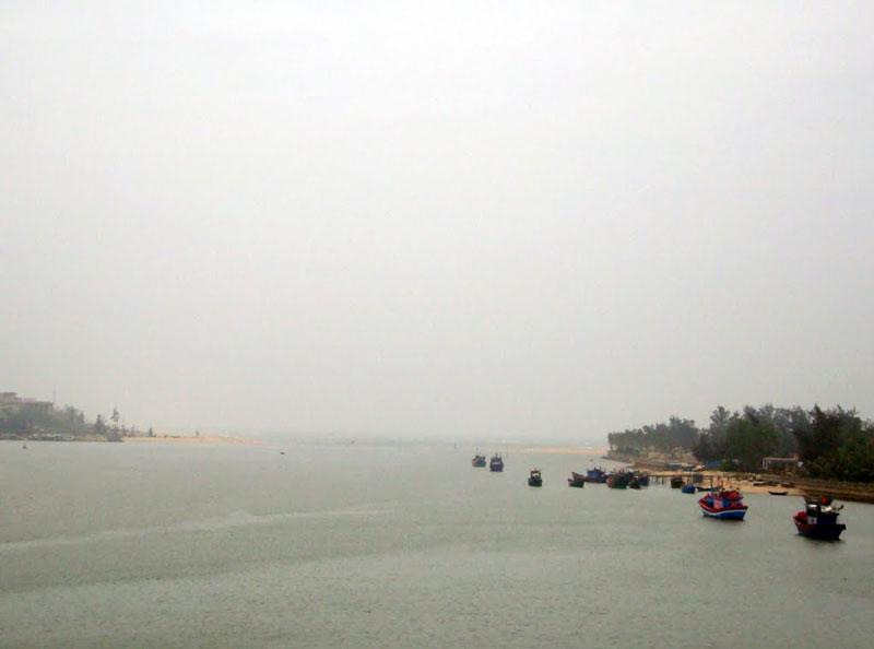 Sông Nhật Lệ cùng sông Gianh, Hoành Sơn, Đèo Ngang là những địa danh nổi tiếng của tỉnh Quảng Bình trong dòng chảy lịch sử, văn hoá của dân tộc Việt. Ảnh: Ngo Minh Truc.