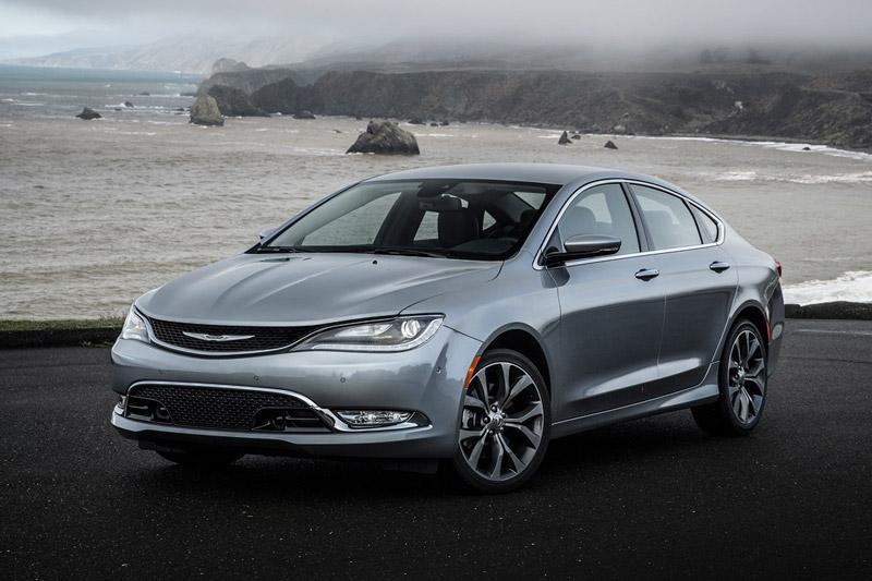 9. Chrysler 200 (tỷ lệ chủ nhân bán lại: 3,8%).