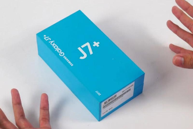Mở hộp Samsung Galaxy J7 Plus sắp lên kệ tại Việt Nam. Ít ngày nữa, Samsung Galaxy J7 Plus sẽ được bán chính hãng tại thị trường Việt Nam với giá 8,69 triệu đồng. Máy được trang bị camera kép ở mặt lưng với độ phân giải 13 MP và 5 MP, RAM 4 GB. (CHI TIẾT)