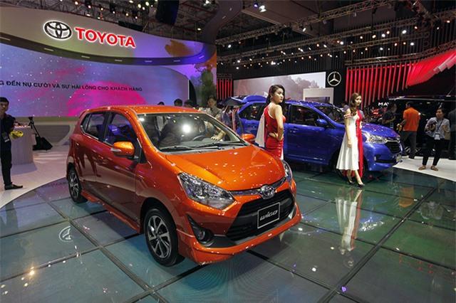 Toyota Wigo - đối thủ đáng gờm của xe Hàn tại Việt Nam. Phân khúc xe đô thị tại Việt Nam với sự góp mặt của các thương hiệu Hàn Quốc bao gồm Hyundai Grand i10 và KIA Moring sắp tới sẽ có thêm một đối thủ cực lớn góp mặt đến từ Toyota, chiếc Wigo. (CHI TIẾT)