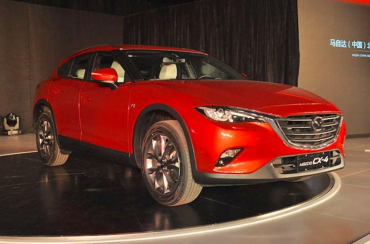 Mẫu crossover giá rẻ Mazda CX-4 lộ diện tại Úc. Chiếc xe bị bắt gặp trên đường có màu sơn bạc, có ghi dung tích động cơ 2.0 lít trên nắp ca-pô và hệ thống tay lái vô-lăng nằm ở vị trí bên tay trái. (CHI TIẾT)