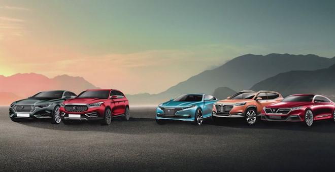 Vinfast ấn định thời gian ra mắt ôtô đầu tiên. Ngày 2/9, dự án Tổ hợp sản xuất ôtô Vinfast khởi công tại Hải Phòng. Một tháng sau, hãng công bố 20 mẫu xe. Quy trình này nhanh hơn rất nhiều so với chuẩn thế giới. (CHI TIẾT)