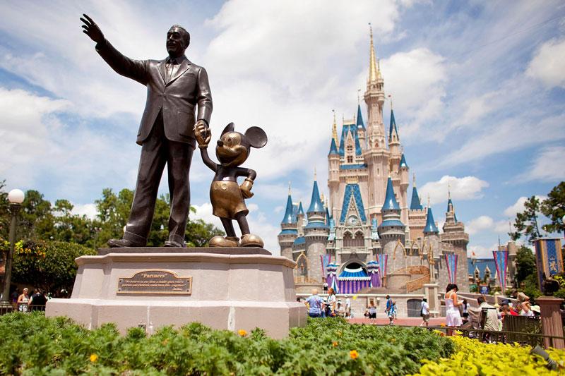 1. Magic Kingdom. Đây là công viên giải trí được đưa vào sử dụng ngày 1/10/171 tại Walt Disney World Resort ở Bay Lake, Florida. Mỹ. Vào năm 2016, công viên đã đón 20.395 triệu du khách, trở thành công viên giải trí được truy cập nhiều nhất trên thế giới trong năm thứ 11 liên tiếp.