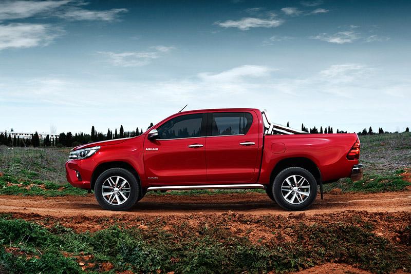 2. Toyota Hilux (doanh số: 4 chiếc).