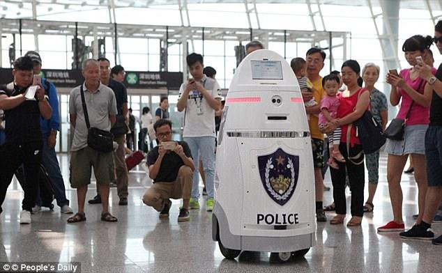 Nhà chức trách hi vọng loại robot này sẽ giúp cảnh sát bớt áp lực. Nguồn: Dailymail