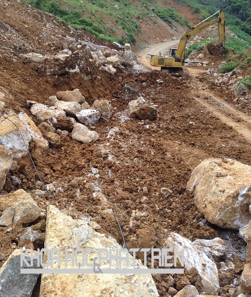 Khắc phục hậu quả vụ sạt lở đất ở huyện Thông Nông, Cao Bằng năm2015. Ảnh: Quyền Đào