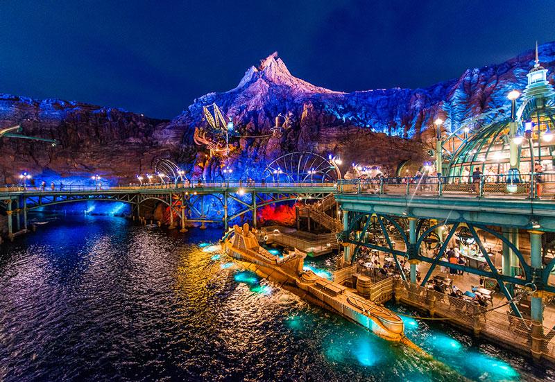 5. Tokyo DisneySea. Công viên giải trí nằm trong Tokyo Disney Resort thuộc Urawa, Tokyo, Nhật Bản. Tokyo DisneySea rộng 71 ha và được đưa vào sử dụng hồi tháng 4/2001. Năm 2013, công viên thu hút tới 14 triệu khách tham quan.