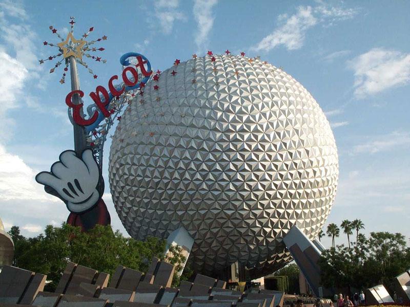 6. Epcot. Đây là công viên giải trí tọa lạc tại Walt Disney World Resort ở Bay Lake, Florida. Mỹ. Nó được mở cửa vào ngày 1/10/1982 và trở thành một trong những công viên giải trí hút khách nhất thế giới. Epcot rộng 120 ha.