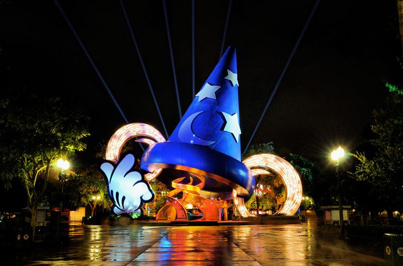 8. Disney's Hollywood Studios. Là công viên giải trí tại Walt Disney World Resort ở Bay Lake, Florida. Mỹ. Công viên mở vào ngày 1/5/1989, trải rộng trên diện tích 55 ha. Trung bình mỗi năm Disney's Hollywood Studios đón hơn 10 triệu lượt khách.