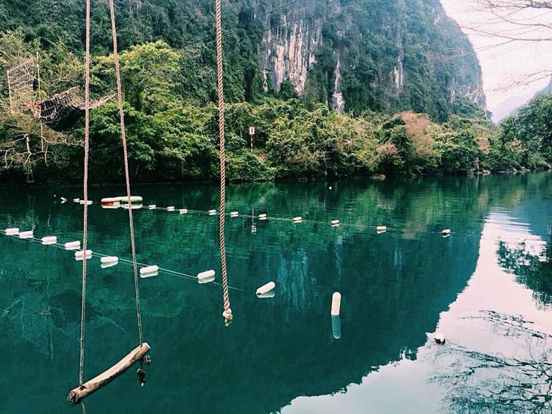 Suối Nước Moọc thuộc phân khu dịch vụ - hành chính vườn quốc gia Phong Nha - Kẻ Bàng, Quảng Bình. Ảnh: Bùi Quốc Thống.