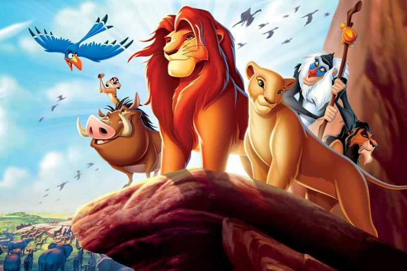 1. Vua sư tử. Phim hoạt hình thứ 32 của hãng hoạt hình Walt Disney, công chiếu vào năm 1994. Bộ phim đã nhận được rất nhiều lời khen ngợi về cốt truyện, nội dung giàu tính triết lý và âm nhạc, nhận được 92% đánh giá tích cực trên trang web phê bình điện ảnh Rotten Tomatoes. Bộ phim đạt được thành công to lớn về mặt doanh thu và hiện đứng thứ 14 trong danh sách các bộ phim có doanh thu cao nhất mọi thời đại với 952 triệu USD (2011). Nó vẫn là bộ phim hoạt hình vẽ tay truyền thống có doanh thu cao nhất, cũng là bộ phim hoạt hình có doanh thu cao thứ hai trong lịch sử, sau Câu chuyện đồ chơi 3 (một bộ phim hoạt hình vi tính 3D). Lấy bối cảnh thiên nhiên hoang dã của Phi Châu, bộ phim đã xây dựng nên cả một xã hội có tổ chức của thế giới loài vật. Trong xã hội ấy cũng có những mâu thuẫn, cũng có tranh chấp và có cả tình yêu như thế giới loài người.