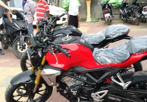 Rộ tin Honda ExMotion giá 68 triệu đồng đã về Việt Nam. Mẫu xe mới nhất Honda CB150R ExMotion từng gây sốt thị trường Thái Lan được tin là đã xuất hiện tại Việt Nam. (CHI TIẾT)