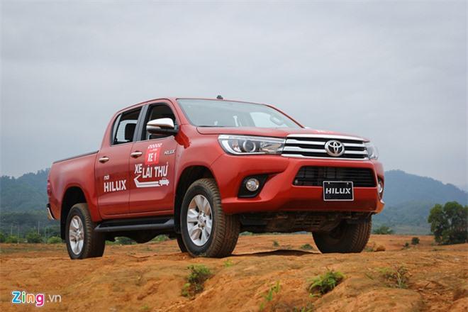 Doanh số Toyota Hilux tụt thê thảm tại Việt Nam. Theo báo cáo của VAMA, mẫu bán tải Toyota Hilux chỉ bán được 4 chiếc trong tháng 9, trong khi đối thủ Ford Ranger bán được 1.259 xe. (CHI TIẾT)