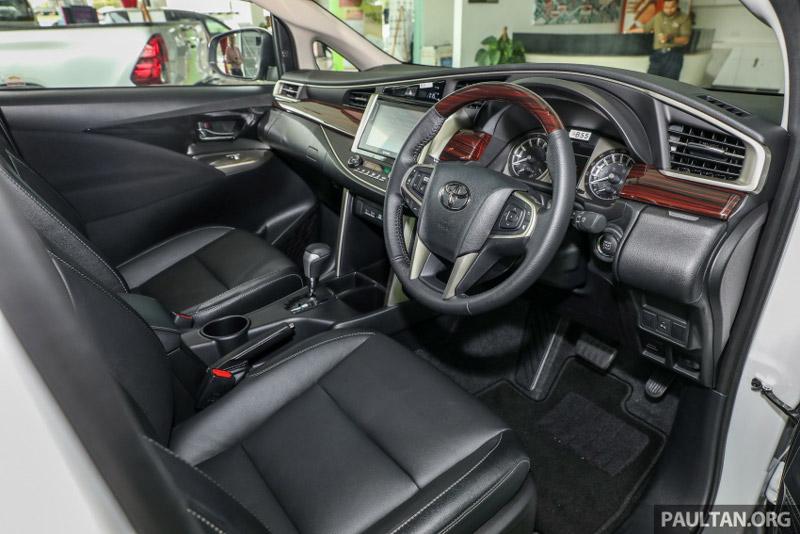 Ghế ngồi của Toyota Innova 2.0X 2017 được bọc da.