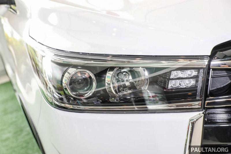 Đèn pha, đèn chiếu sáng ban ngày đều sử dụng bóng LED.