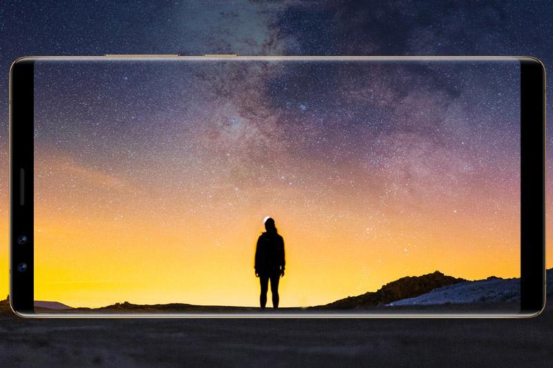 ZTE Nubia Z17S được trang bị màn hình IPS kích thước 5,73 inch, độ phân giải Full HD (2.040x1.080 pixel). Màn hình này được chia theo tỷ lệ 18:9. Theo ZTE, màn hình của Nubia Z17S chiếm 90,36% diện tích mặt trước.