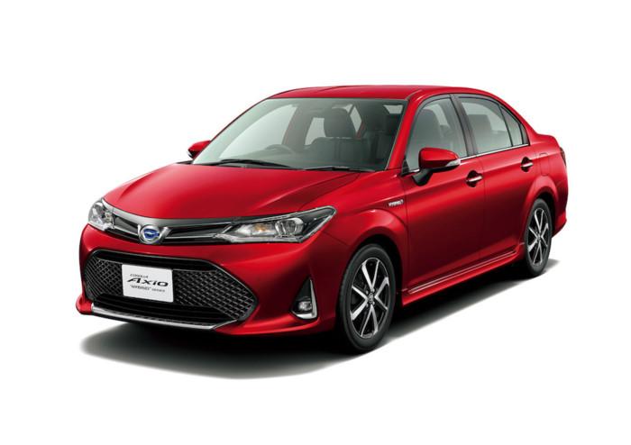 """Kích cỡ ngang Vios, Toyota Corolla 2018 """"nội địa"""" có giá từ 300 triệu. Khác biệt hoàn toàn so với phiên bản quốc tế, những chiếc Toyota Corolla Axio và Corolla Fielder tại thị trường Nhật Bản vừa được nâng cấp lớn giữa vòng đời. (CHI TIẾT)"""