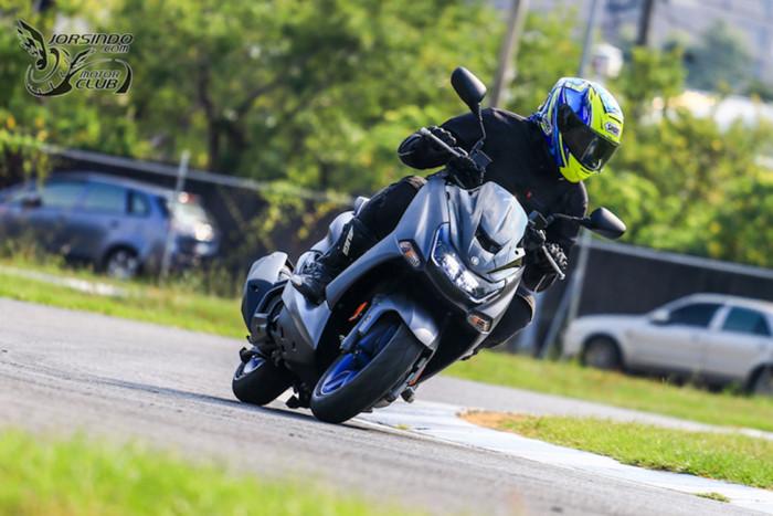 Cận cảnh Yamaha SMAX 155, đối thủ nặng ký của Honda PCX. Mẫu tay ga thể thao Yamaha SMAX 155 thế hệ mới sở hữu nhiều trang bị cao cấp, ngoại hình ấn tượng, có ABS nhưng không có động cơ van biến thiên VVA. (CHI TIẾT)