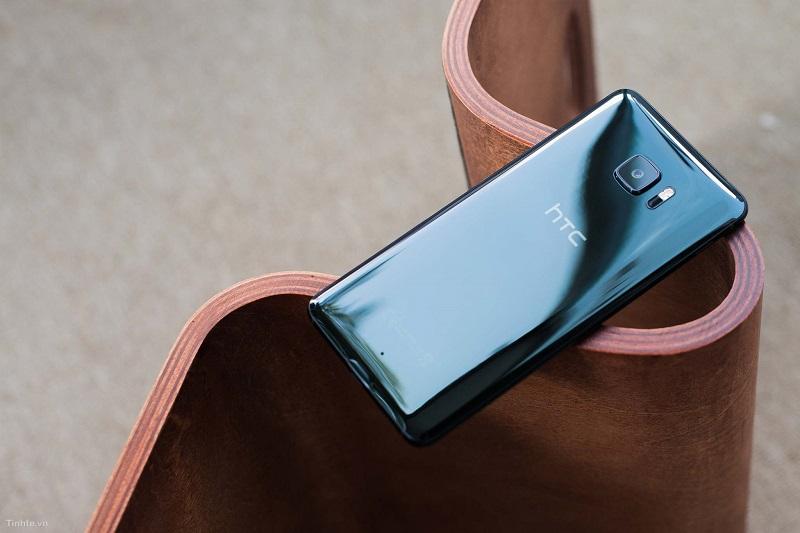 HTC U Ultra Sapphire giảm giá 500.000 đồng trong tháng 10 này. Nguồn: Tinh tế.