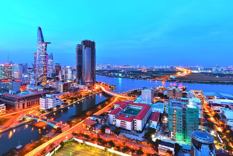 10. Thành phố Hồ Chí Minh. Là trung tâm kinh tế, văn hóa, giáo dục quan trọng của Việt Nam. Nó cùng với Hà Nội trở thành phố trực thuộc Trung ương được xếp loại đô thị loại đặc biệt của Việt Nam.