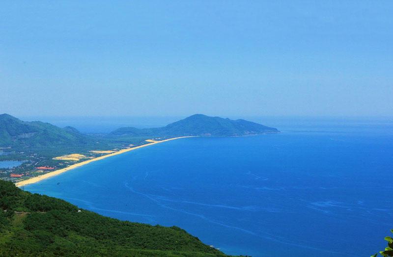 Vịnh Lăng Cô từng được Câu lạc bộ những vịnh đẹp nhất thế giới (Worldbays) bình chọn là một trong những vịnh biển đẹp nhất thế giới. Ảnh: Khoi Tran.