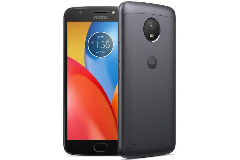 Ở Việt Nam, Motorola Moto E4 Plus được bán với giá 4,49 triệu đồng. Máy có 2 tuỳ chọn màu sắc là xám và vàng.