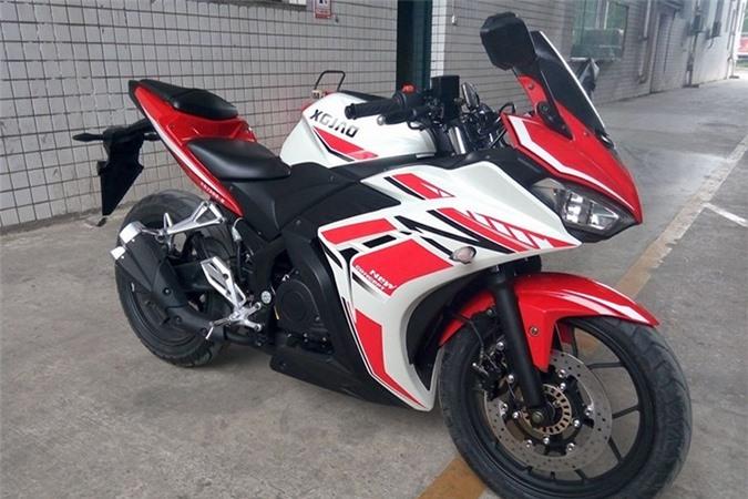 Cận cảnh môtô Trung Quốc nhái Yamaha R3 giá chỉ 50 triệu đồng. Được sản xuất bởi một hãng xe máy Trung Quốc với tên gọi XGJAO, môtô RZ35 có thiết kế y hệt mẫu Yamaha R3 đến từng chi tiết. (CHI TIẾT)