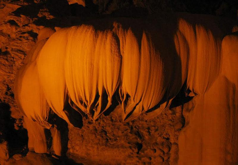 Động Ngườm Ngao có tổng chiều dài 2.144m, với 3 cửa chính là Ngườm Ngao, Ngườm Lồm và Bản Thuôn. Ảnh: Huỳnh Phúc Hưng.