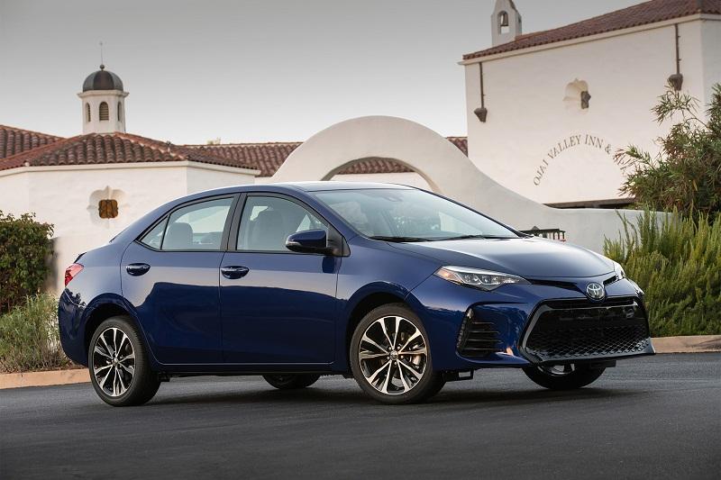 1. Toyota Corolla (doanh số: 829.757 chiếc).