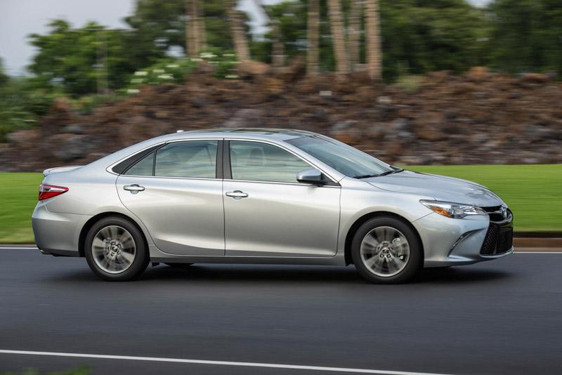5. Toyota Camry (doanh số: 420.313 chiếc).