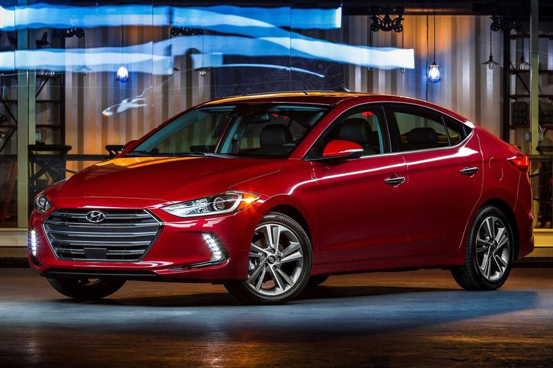 7. Hyundai Elantra (doanh số: 377.123 chiếc).