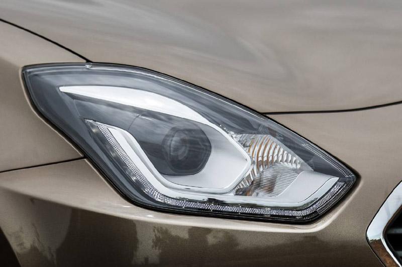 Đèn pha LED DRLs, đèn chiếu sáng ban ngày cũng là dạng LED.