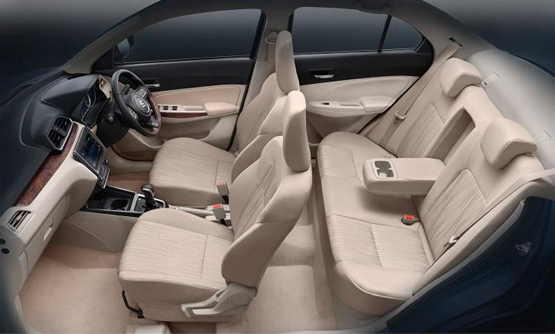 Là mẫu xe giá rẻ nên nội thất của Suzuki Dzire 2017 chủ yếu sử dụng chất liệu nỉ và nhựa cứng.