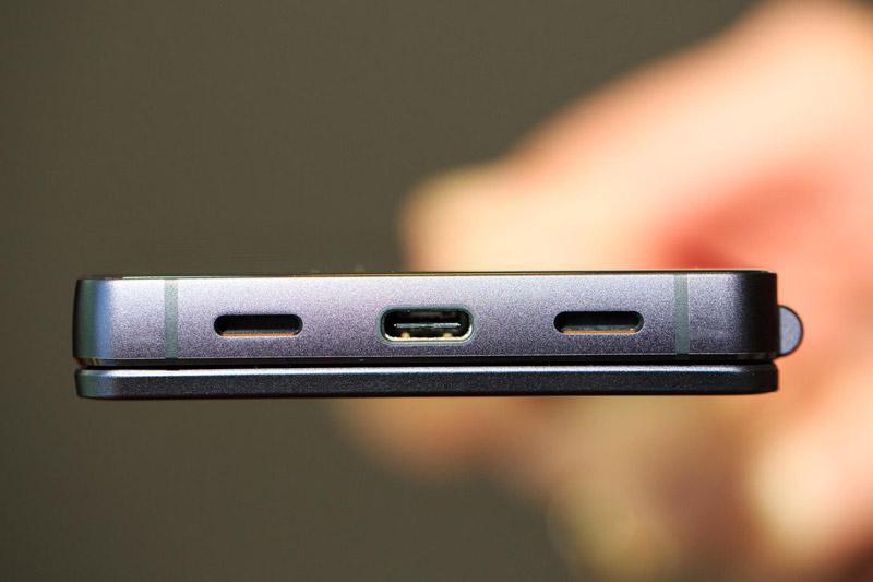 Cận cảnh smartphone 2 màn hình, chip S821, RAM 4 GB, camera