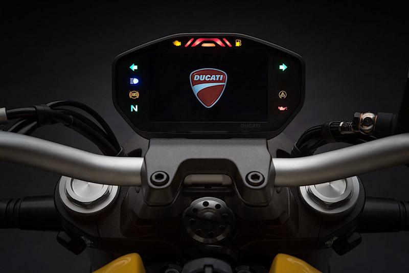 Đồng hồ LCD hiển thị các thông số cơ bản.