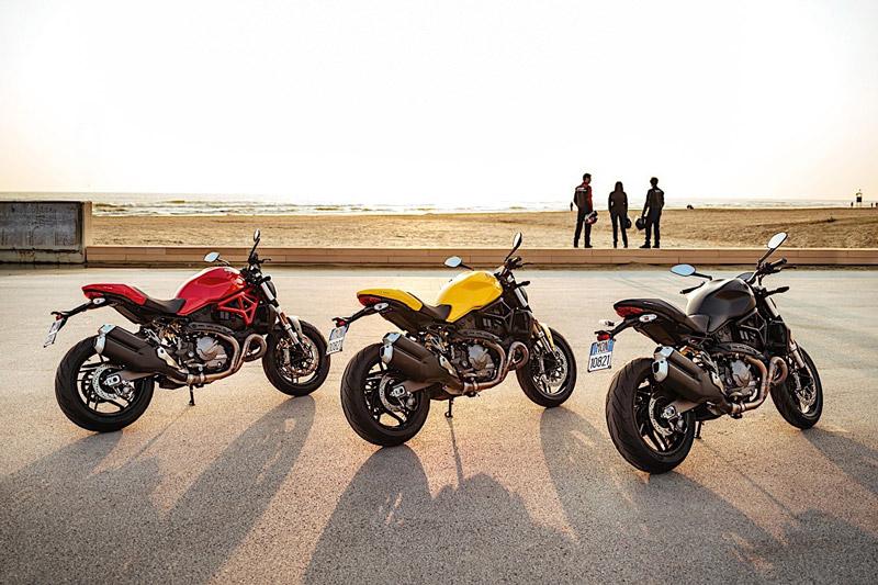 Ducati Monster 821 2018 sử dụng động cơ Testastretta 2 xi lanh với dung tích 821cc, làm mát bằng dung dịch, đáp ứng tiêu chuẩn khí thải Euro 4. Động cơ này sản sinh công suất tối đa 109 mã lực, mô-men xoắn cực đại 86 Nm. Hộp số 6 cấp.