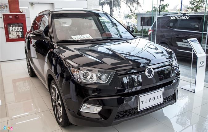 Ảnh chi tiết Ssangyong Tivoli phiên bản cao cấp giá 776 triệu đồng tại Việt Nam. Ssangyong Tivoli là mẫu CUV hạng B, đối thủ của Chevrolet Trax, Ford Ecosport hay Hyundai i20 Active. Mức giá giao động từ 630 đến 776 triệu đồng. (CHI TIẾT)
