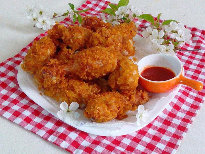 """""""Học lỏm"""" cách làm món gà rán KFC ngon như ngoài tiệm. Gà rán là món ngon được rất nhiều người yêu thích, nhất là giới trẻ và các bé. Nổi tiếng nhất phải kể đến món gà rán KFC lừng danh thế giới. Sau đây là công thức làm gà rán KFC vô cùng đơn giản. (CHI TIẾT)"""