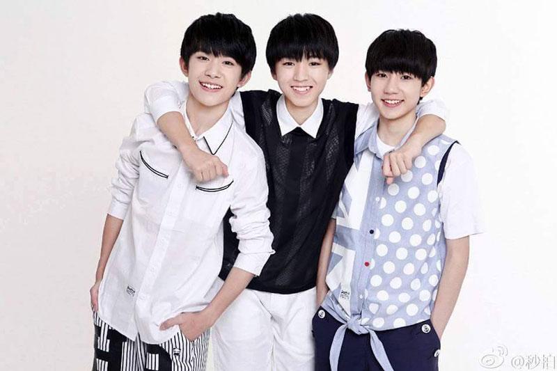 10. TFBoys (tổng thu nhập: 100 triệu nhân dân tệ). Nhóm nhạc thiếu niên người Trung Quốc, được thành lập vào ngày 6/8/2013. Nhóm gồm 3 thành viên Vương Tuấn Khải, Vương Nguyên và Dịch Dương Thiên Tỉ. Đây là một trong những nhóm nhạc thành công nhất lịch sử âm nhạc Trung Quốc. TFBoys hiện có lượng fans đông đảo, trải rộng khắp châu Á.