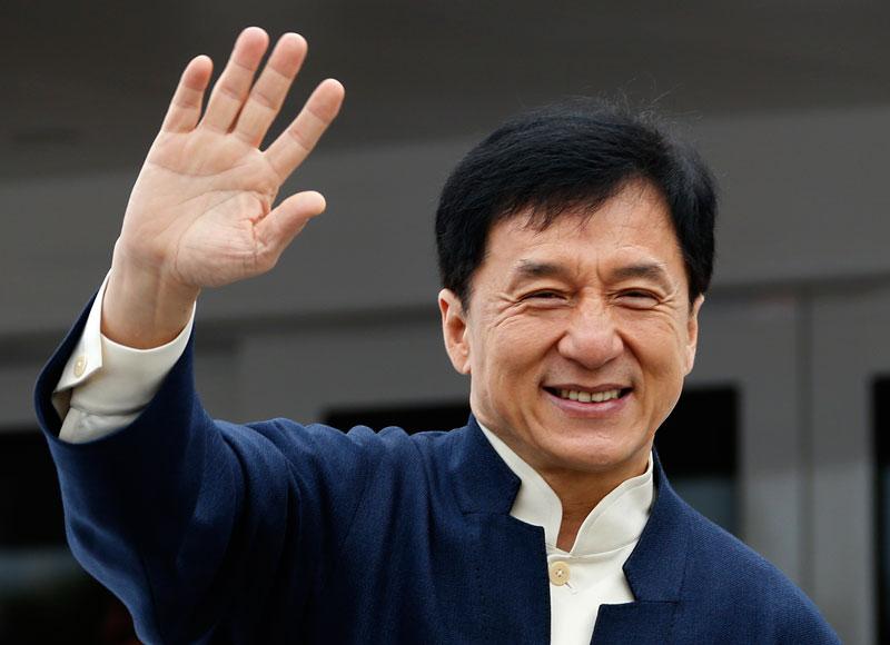 3. Thành Long (tổng thu nhập: 330 triệu nhân dân tệ). Là nam diễn viên phim hành động nổi tiếng người Hồng Kông (Trung Quốc). Ông được xem là một trong những nghệ sĩ châu Á nổi tiếng nhất ngành điện ảnh thế giới.