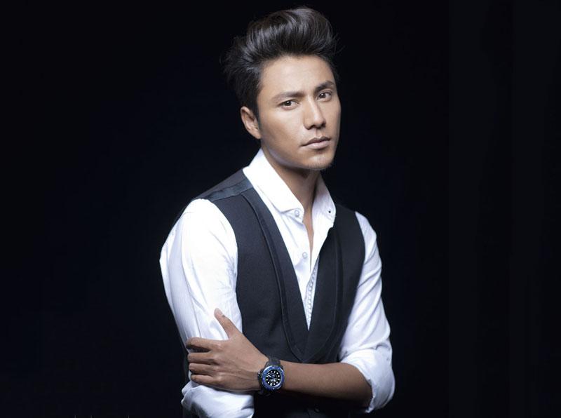 8. Trần Khôn (tổng thu nhập: 180 triệu nhân dân tệ). Nam diễn viên, ca sĩ sinh năm 1976 tại Trùng Khánh, Trung Quốc. Năm 2000, người đài ông 41 tuổi này được công chúng chú ý qua vai diễn trong phim Như Sương như mưa lại như gió. Từ đó, anh nhận thêm được nhiều kịch và được khán giả khắp châu Á yêu thích.