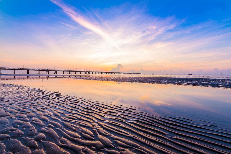 Bãi biển Gò Công dài khoảng 7 km. Ảnh: Lư Quyền.