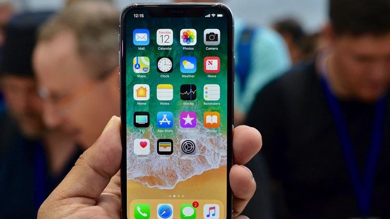 Không nút Home, mở khóa màn hình iPhone X như thế nào? Trình làng với thiết kế phá cách khi mạnh dạn loại bỏ nút Home truyền thống, nhiều người tự hỏi rằng sẽ mở khóa màn hình iPhone X này bằng cách nào? Bài viết sau đây sẽ giải đáp thắc mắc này. (CHI TIẾT)