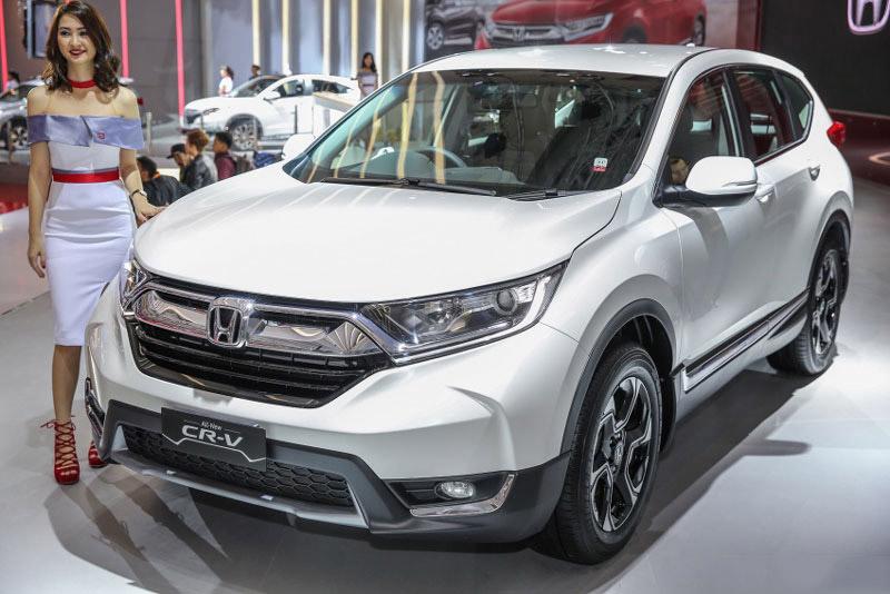 Honda CR-V 7 chỗ chuẩn bị cập bến thị trường Việt. Vào ngày 13/11 tới, Honda CR-V phiên bản 7 chỗ sẽ được ra mắt tại thị trường Việt Nam nhưng giá bán chưa được hãng xe Nhật Bản công bố. (CHI TIẾT)