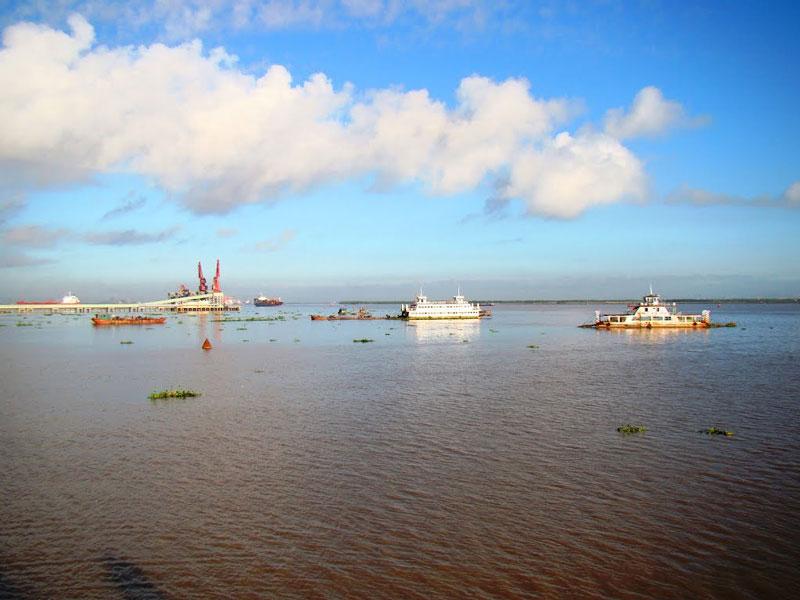 Sông Bạch Đằng có chiều dài 32 km. Ảnh: Thanh Sơn HP.