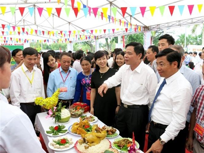 12-36-00_bo_truong_nguyen_xun_cuong_thm_qun_gin_hng_che_bien_g_doi_yen_the
