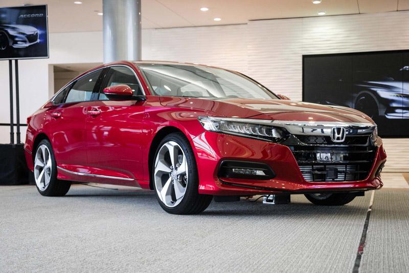 Honda Accord 2018 sở hữu kích thước 4.882x1.862x1.450 mm, chiều dài cơ sở 2.830 mm.