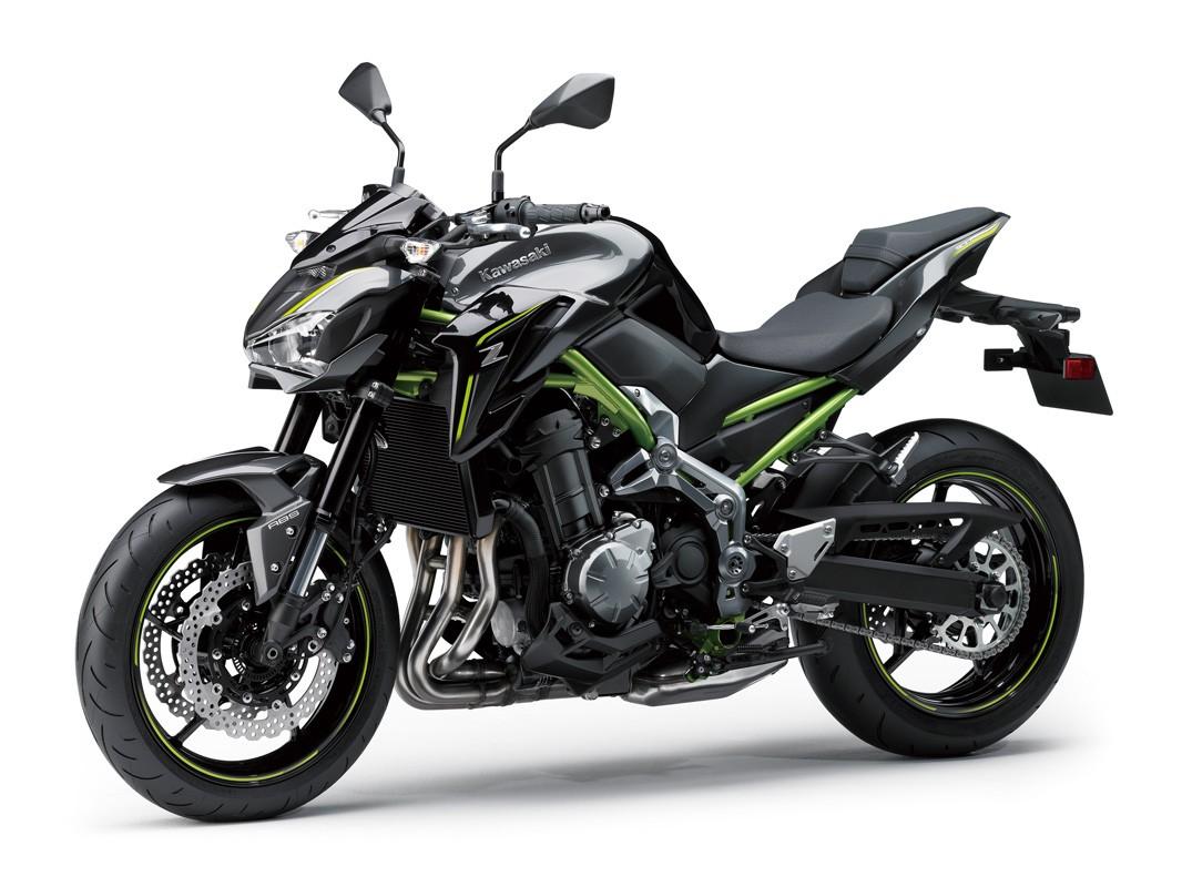 Kawasaki Z900 sử dụng động cơ DOHC 4 xi lanh thẳng hàng với dung tích 948cc, làm mát bằng dung dịch. Động cơ này sản sinh công suất tối đa 125 mã lực, mô-men xoắn cực đại 125 mã lực, mô-men xoắn cực đại 98,6 Nm. Hộp số 6 cấp