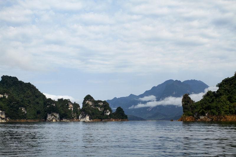 Xung quanh khu vực hồ Na Hang còn có rất nhiều cảnh đẹp khác như Khuổi Sung, Khuổi Nhi, Pắc Ban (thác Mơ)… Ảnh: Dmdviet.