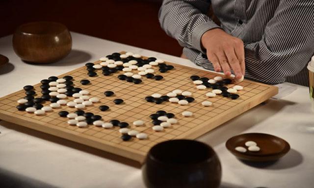 AlphaGo Zero tự rèn luyện khả năng chơi cờ siêu việt. Ảnh: Guardian.